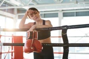 Cette boxeuse est fatiguée, peut-être à cause d'une carence en vitamine C